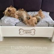 йорк-спит-на-кроватке-усадьбамастеров